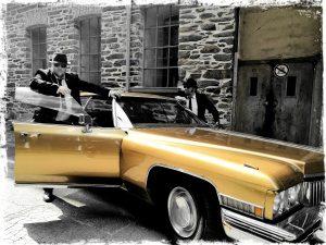 Buchen Sie Deutschlands No.1 Blues Brothers Double Tribute Show Act! LIVE GESANG mit Ausdruck und Leidenschaft! Alle großen Hits: Everybody Needs Somebody To Love Gimmie Some Loving Soul Man Rawhide She Caught The Katy Shake Your Tail feather Flip Flop and Fly Minnie The Moocher Ghost Riders In The Sky Do You Love Me Jailhouse Rock uvm… Sie sind im Auftrag des Herrn unterwegs und seit jeher Kult. Ihr Markenzeichen: Schwarze Anzüge, Sonnenbrillen und schwarze Hüte. Big Blue zelebrieren fulminant und kraftvoll die Hits von Jake und Elwood Blues. ACHTUNG: Das ist KEINE Playback/Double Show! Big Blue (George Le Smoo & King Eddy) singen alle Songs mit Ausdruck und Leidenschaft LIVE!